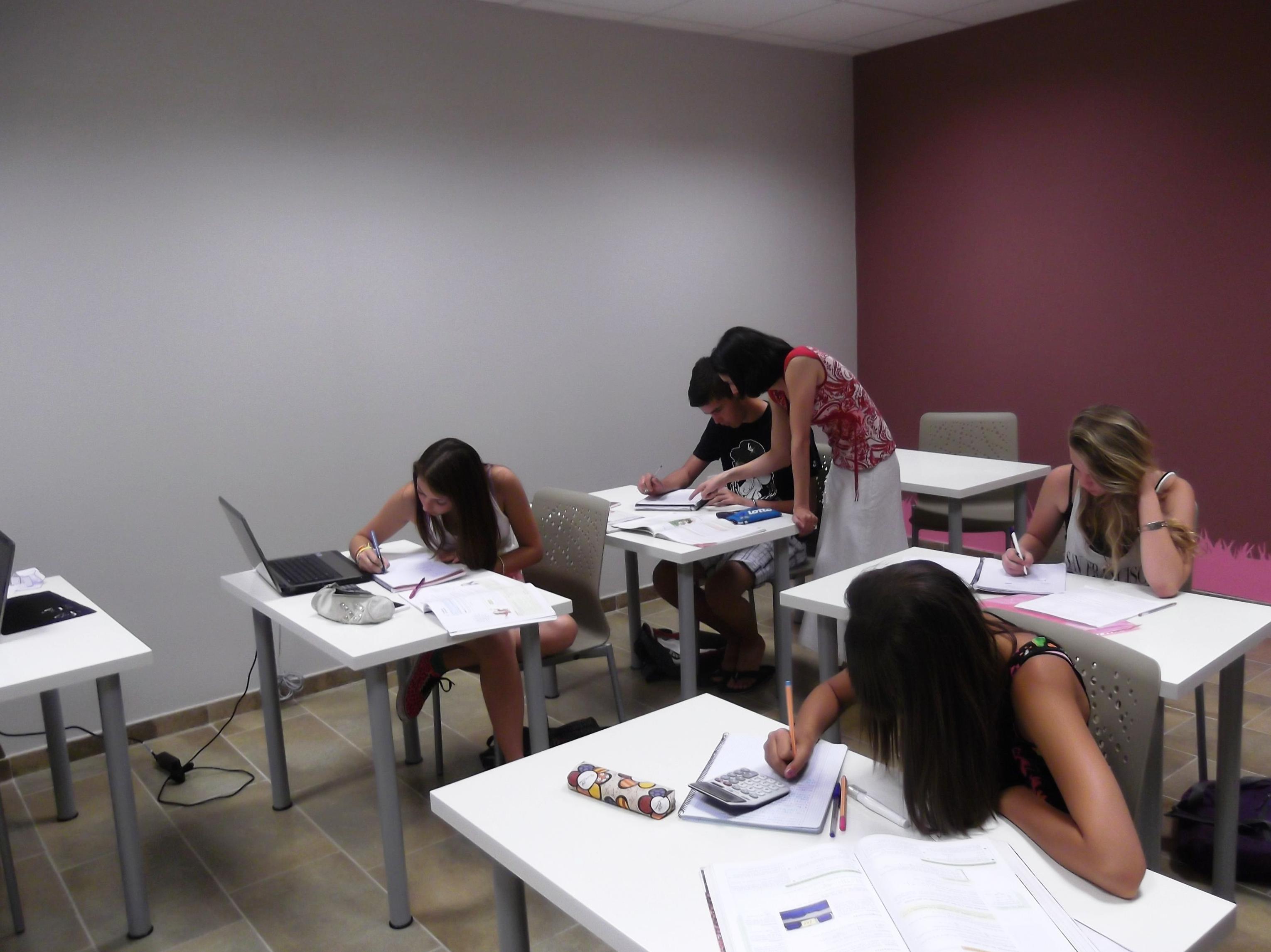 Foto 14 de Academias de Primaria, ESO y Bachillerato en Parla | Centro de estudios Zona
