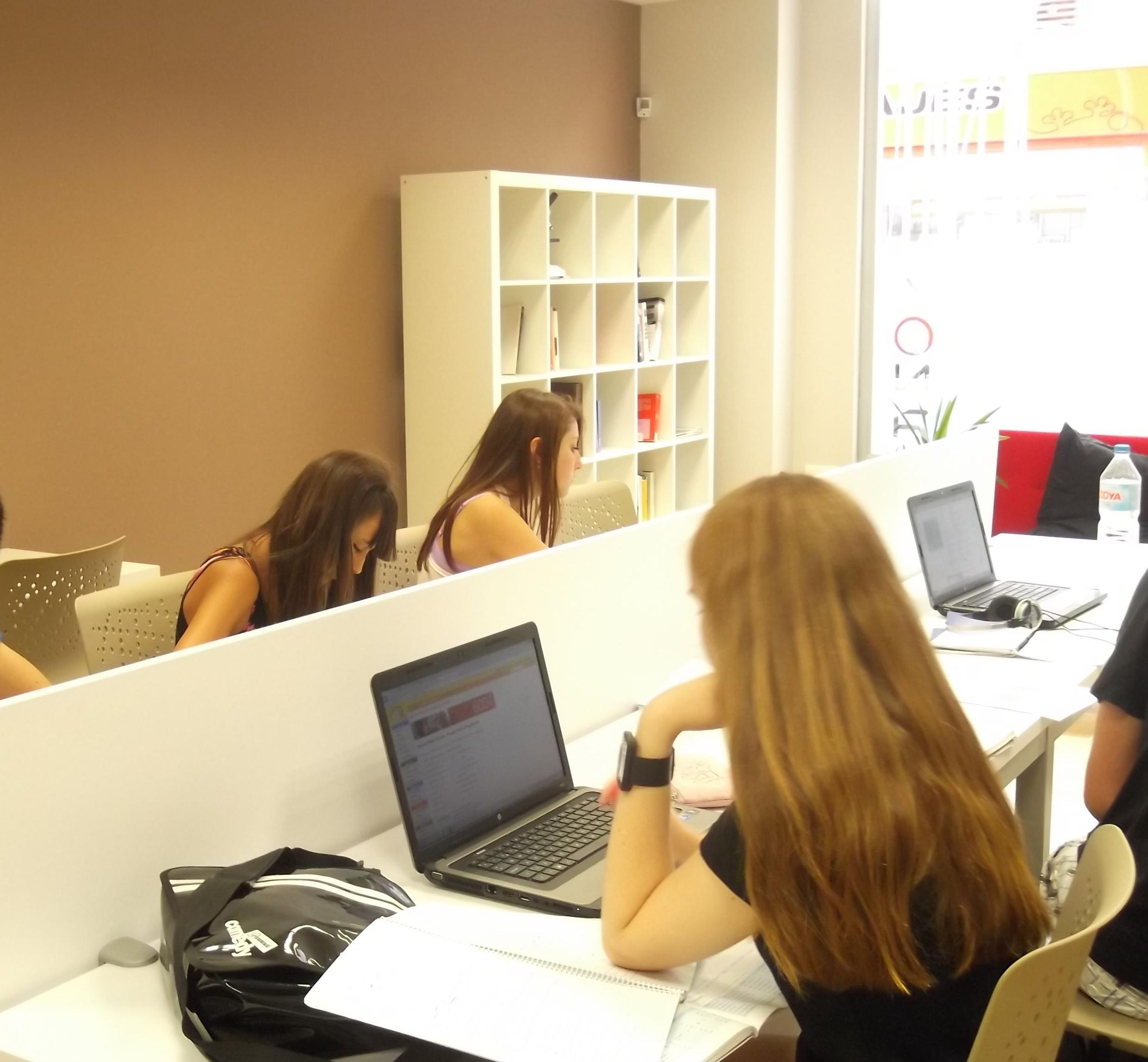 Foto 8 de Academias de Primaria, ESO y Bachillerato en Parla | Centro de estudios Zona