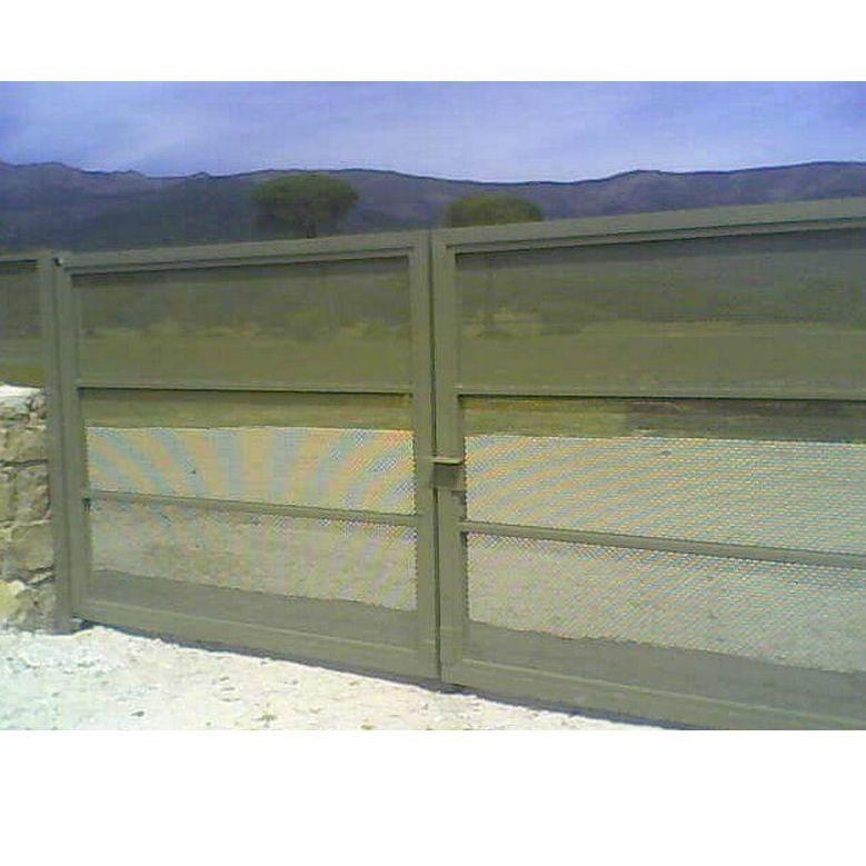 Puertas batientes: Trabajos de R.F.C. Puertas Automáticas