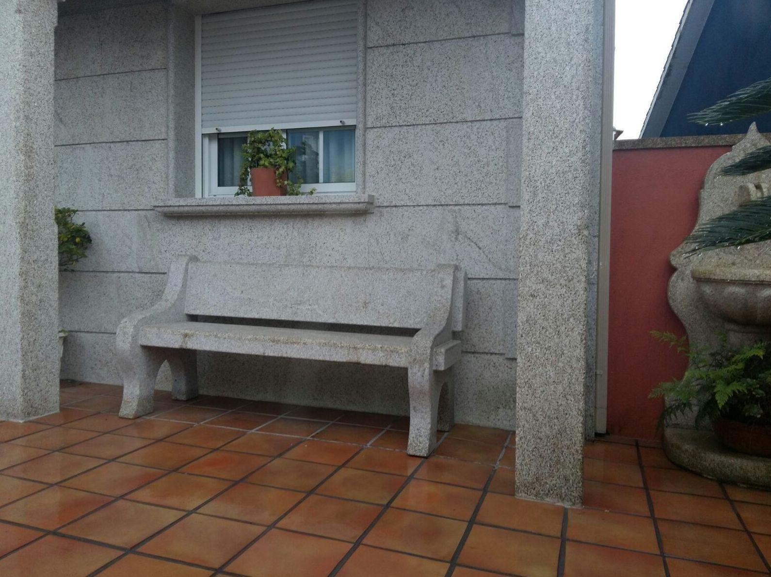 Banco en piedra en nuestra empresa de Pontevedra
