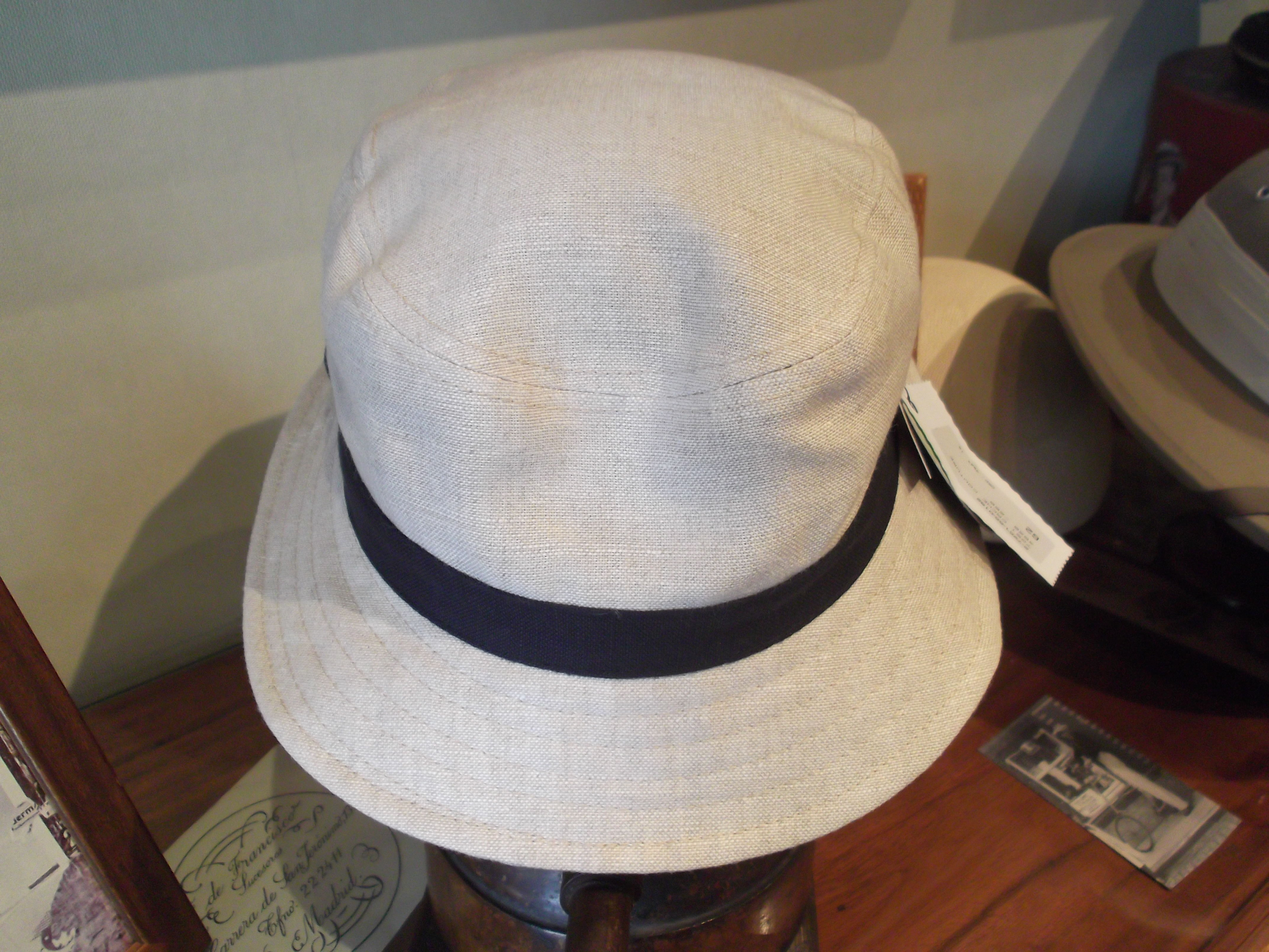 Sombrero 100% lino. Color arena.