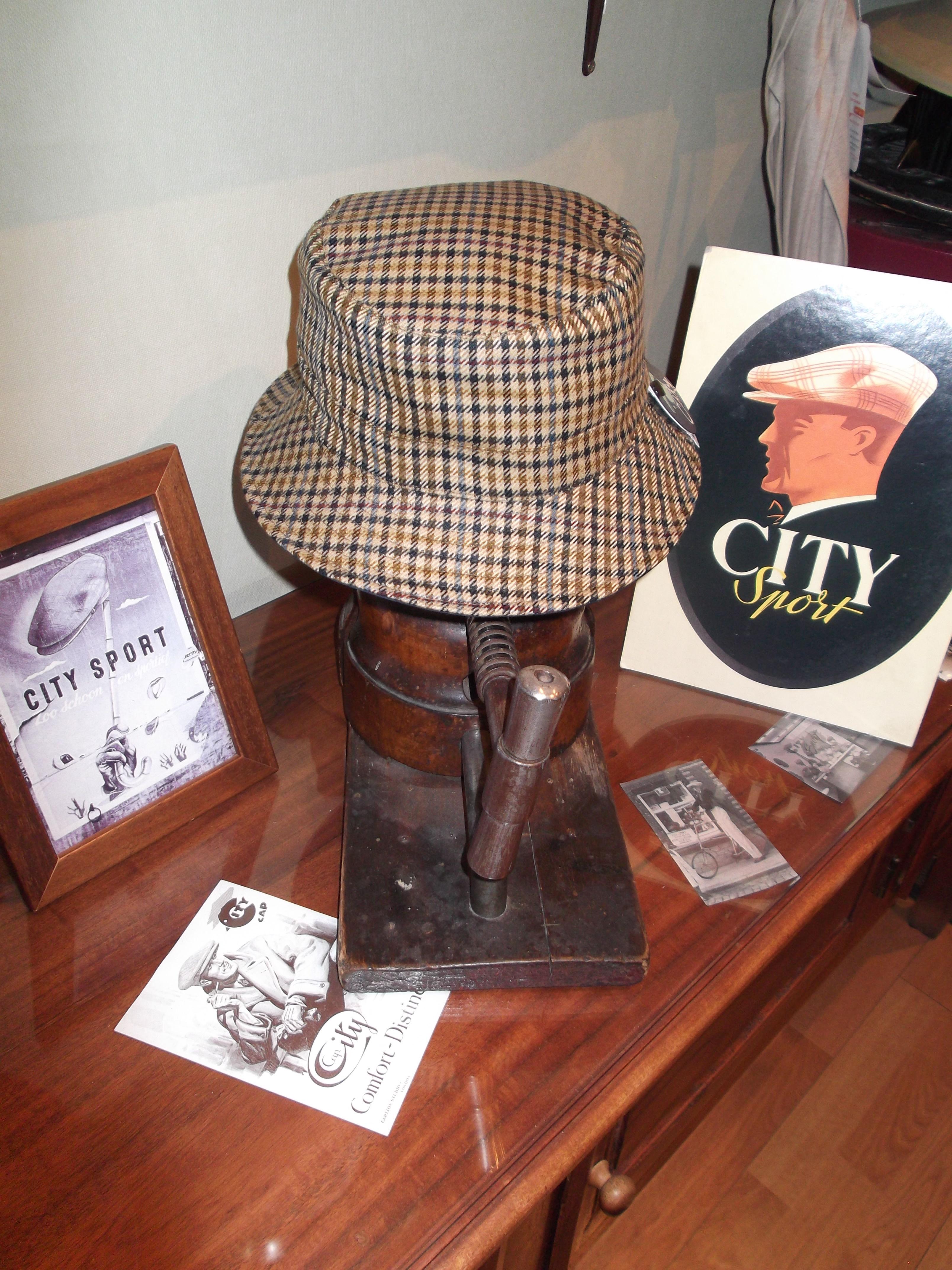 Sombrero de agua reversible y plegable. Más información.