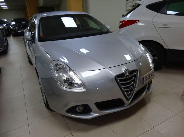 ALFA ROMEO Giulietta 1.6 JTDm 105cv Distinctive 5p.: VENTA DE VEHICULOS  de JUAN JOSE GALLAR MARTINEZ