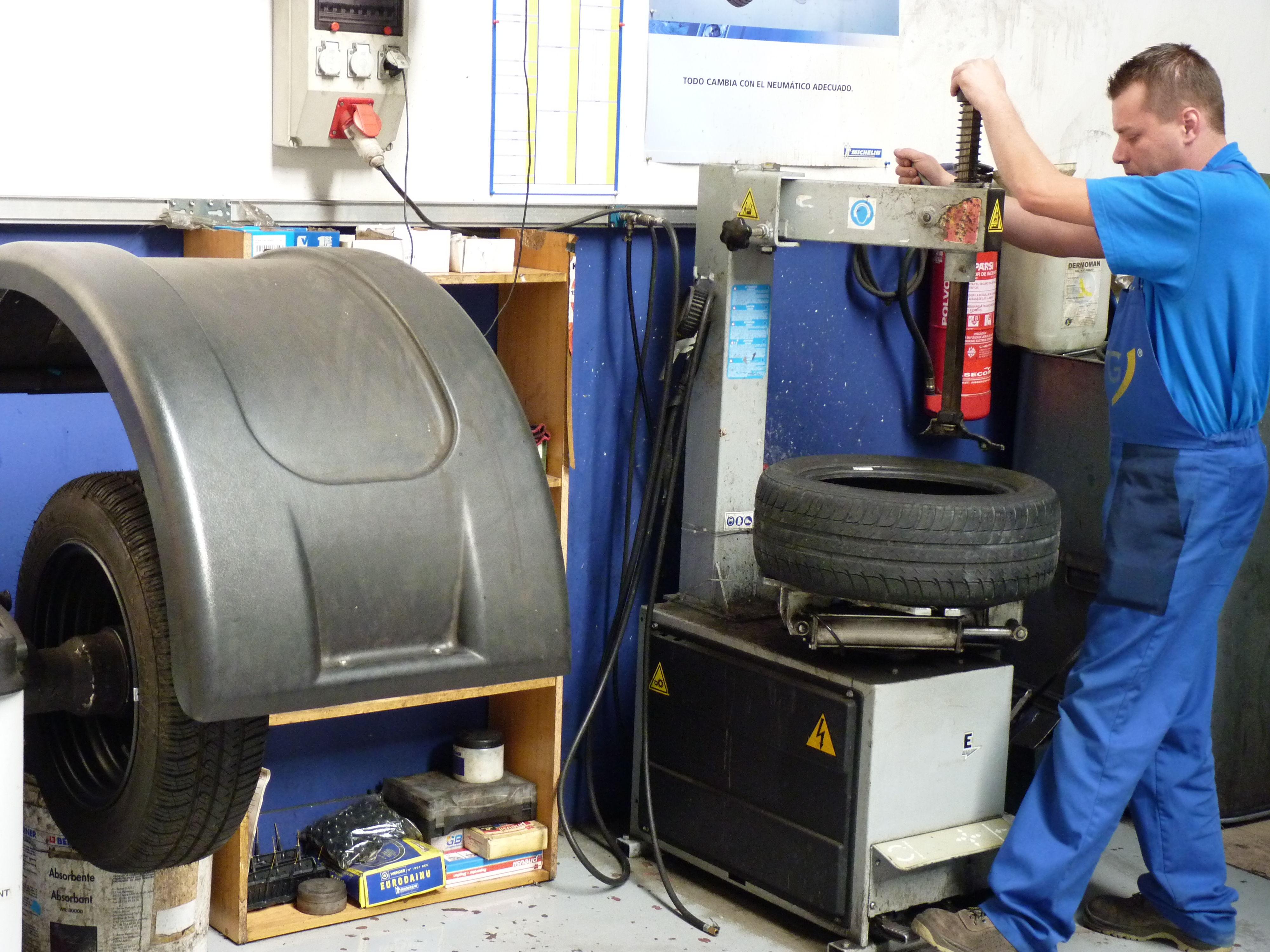 Neumáticos : Reparaciones  de Talleres Busmacar