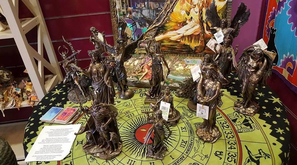 Dioses y Diosas/ Pregunta en tienda 914783323