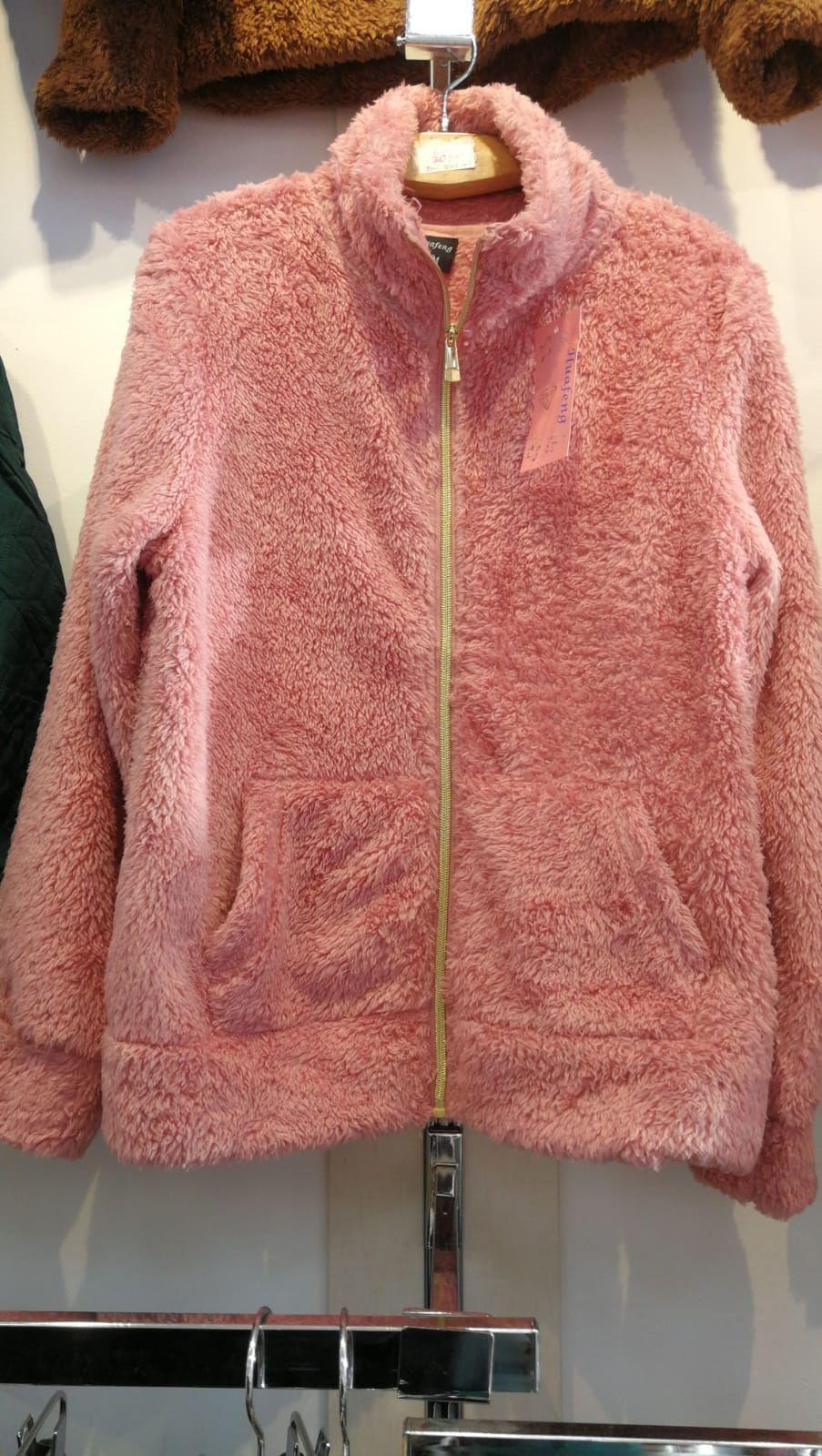 Prendas de abrigo varias tallas y colores