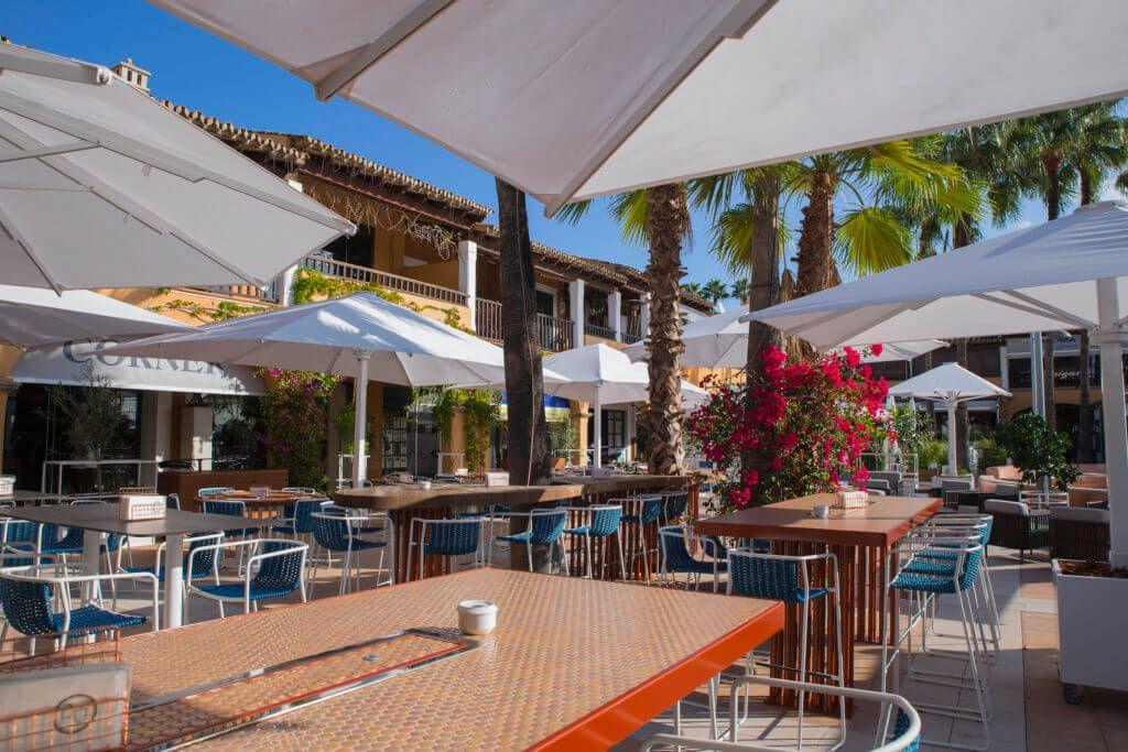 Restaurant next to the sea in Puerto Portals