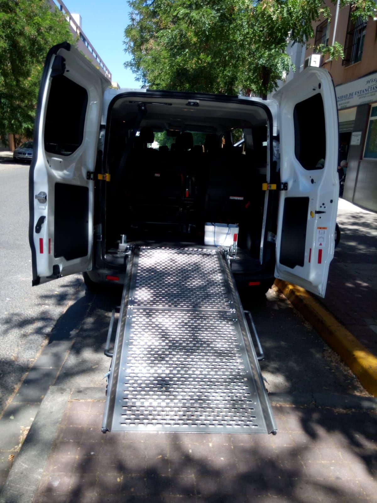 Vehículos adaptados para transporte de personas mayores