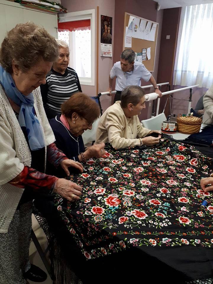 Centro para mayores en Sevilla con actividades manuales