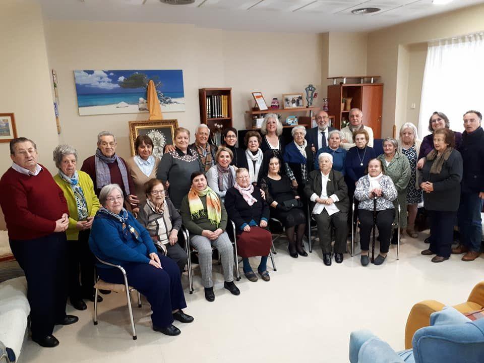 Actividades grupales en centro de asistencia diurna en Sevilla