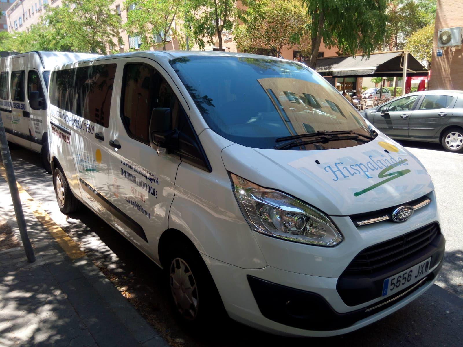 Flota de vehículos adaptados para transprte de personas mayores