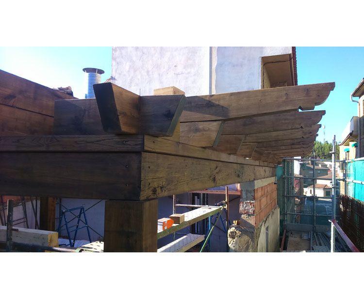 Montaje de estructuras en madera laminada