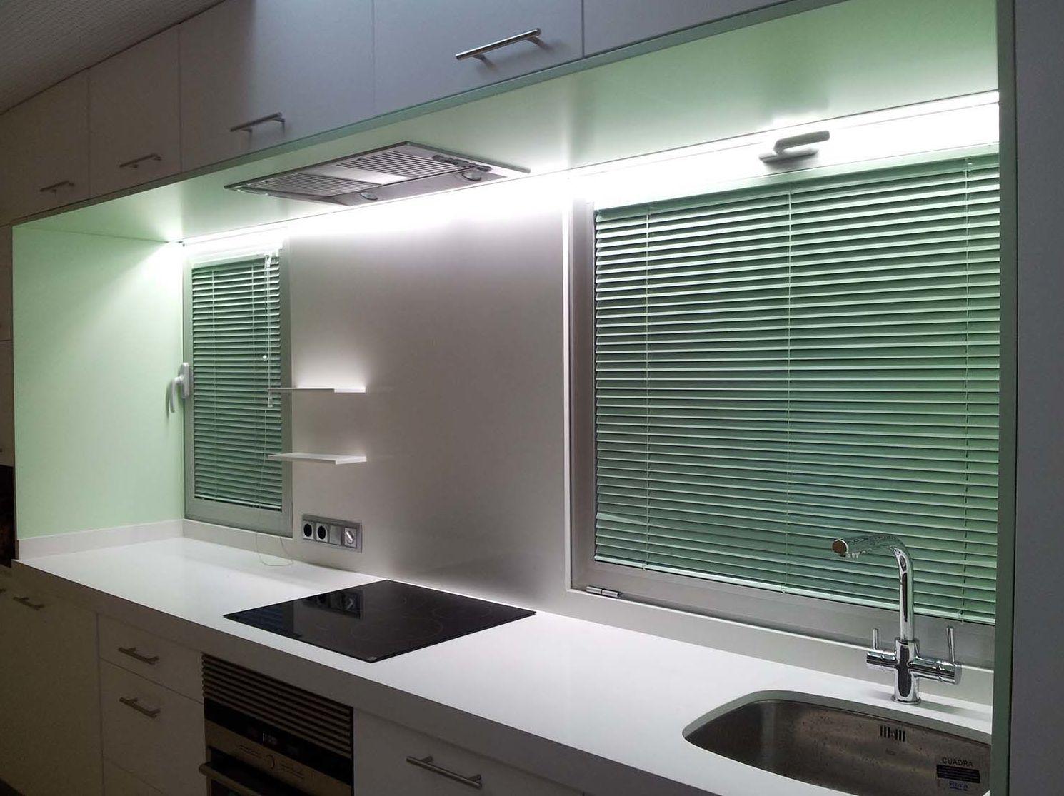 Foto 9 de persianas en alacant toldos y persianas dimalux - Que cortinas poner en la cocina ...