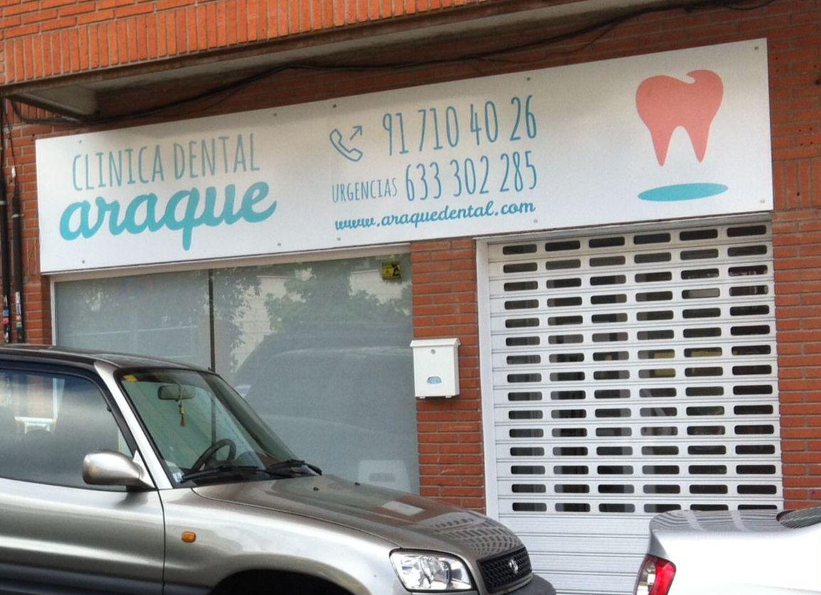 Rótulo vinilo impreso para la Clínica Dental Araque