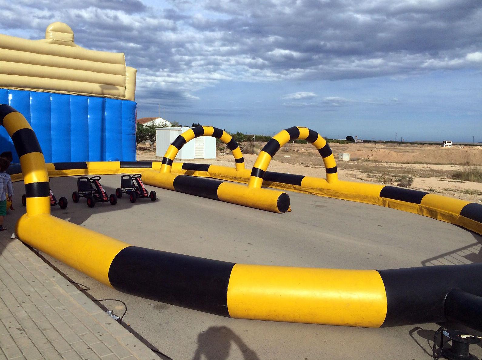 Circuito de coches hinchable