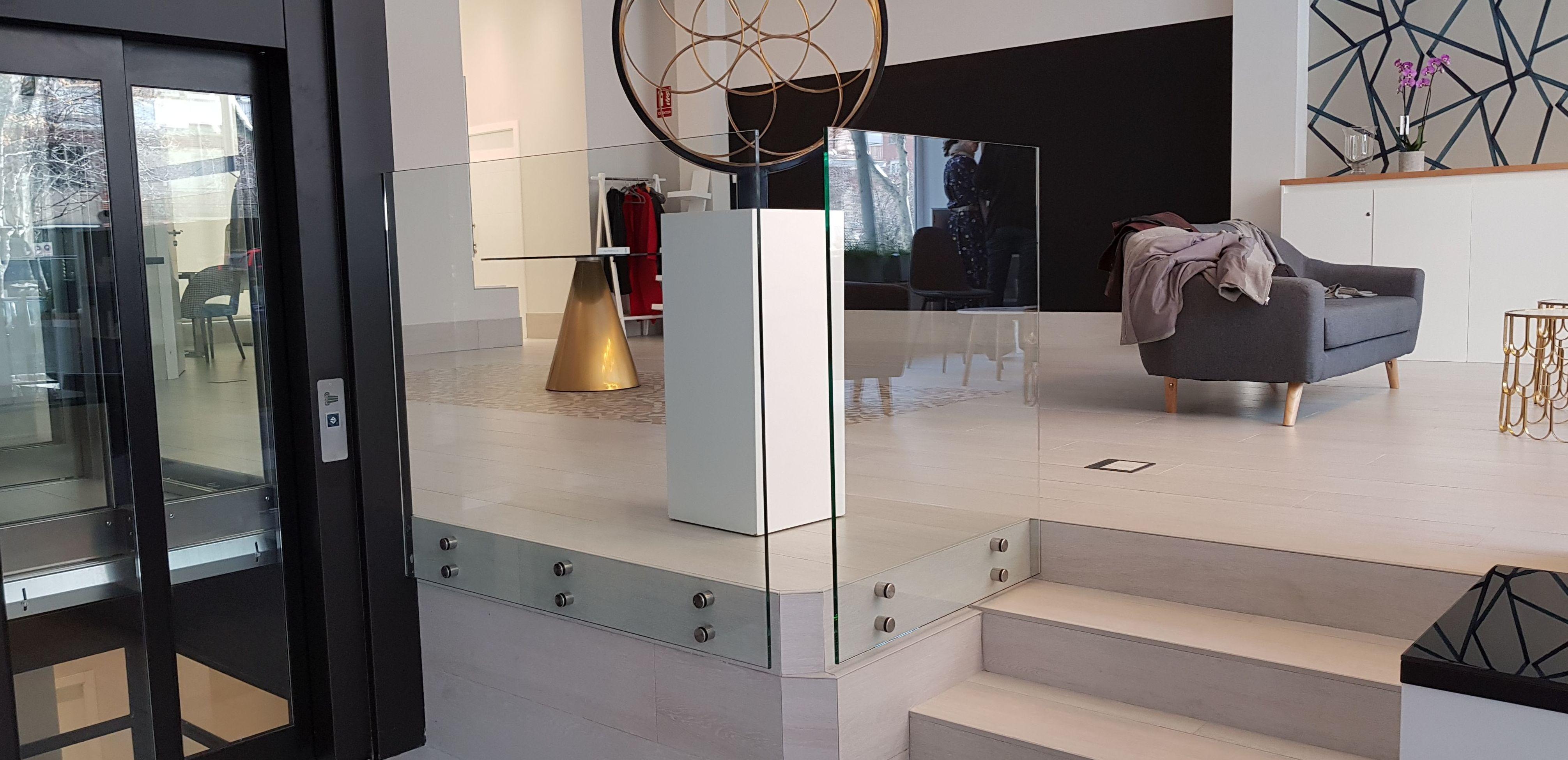 cristaleria-formas-barandilla-vidrio-abotonado