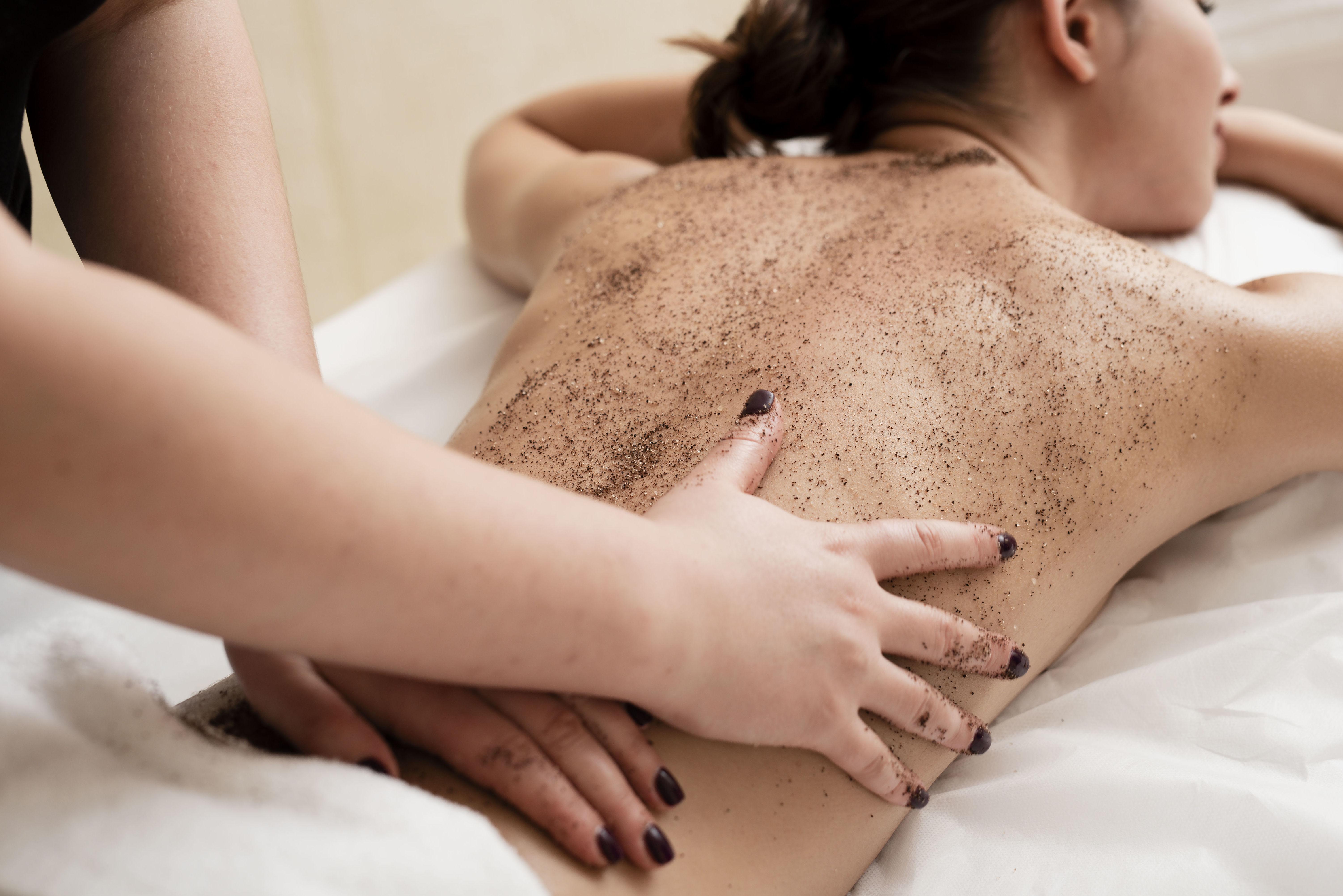 Peeling corporal : Peluquería y estética de Belleza Integral 10