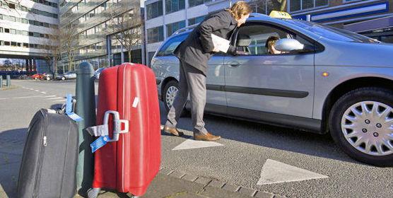 Taxi con amplio maletero y muy cómodo para largos viajes
