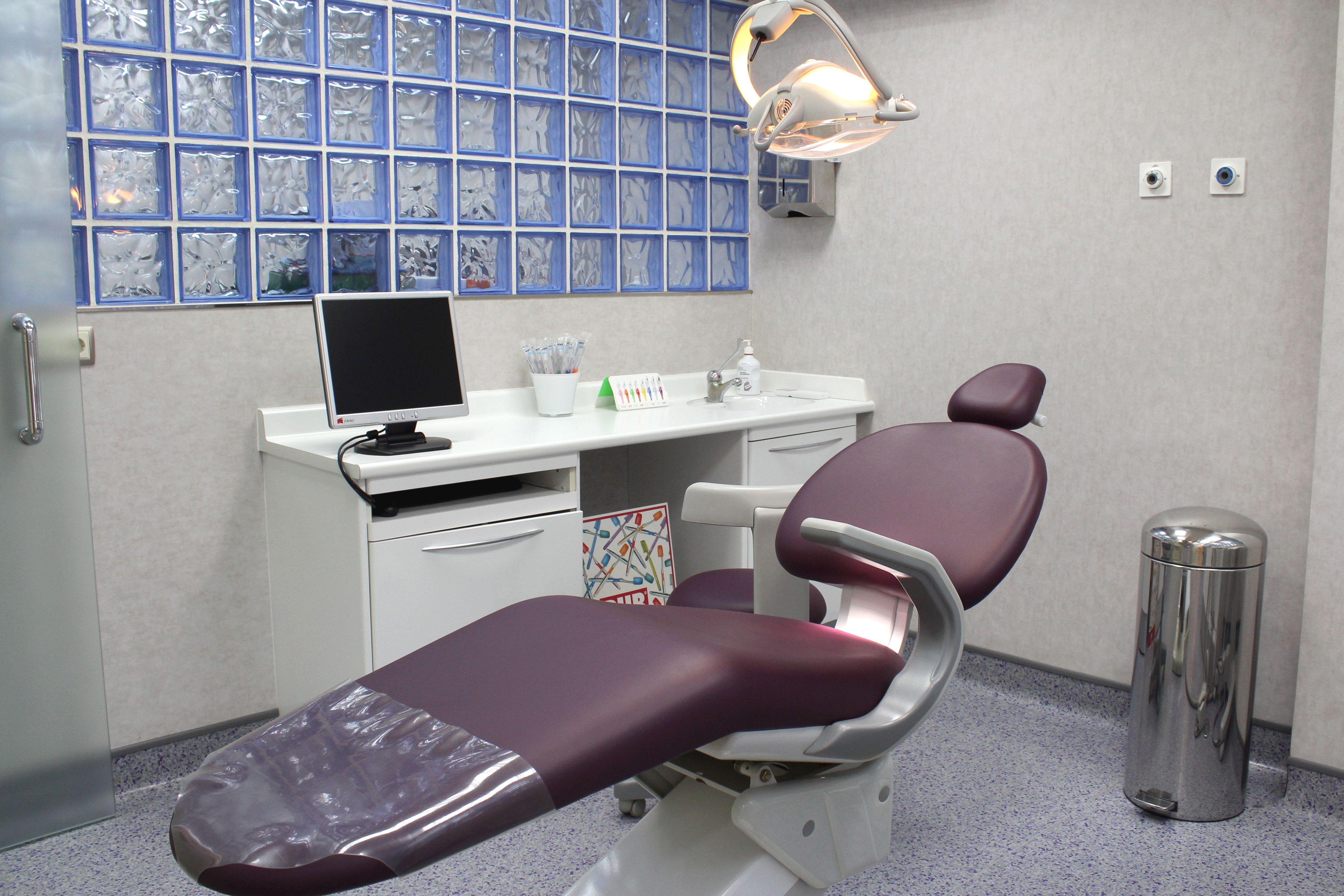 Foto 6 de Dentistas en Cuenca | Clínica Oraluz