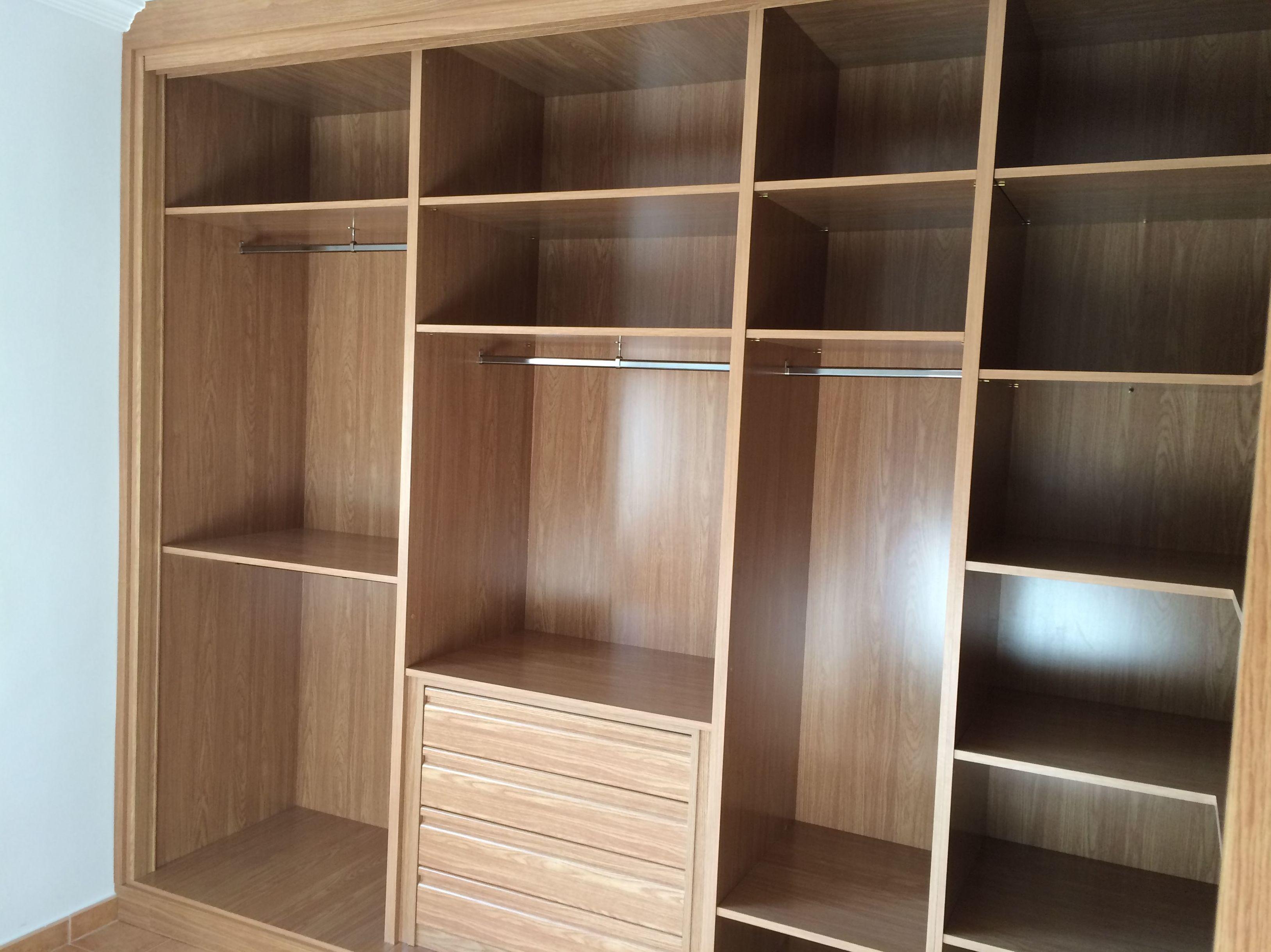 Muebles con puertas correderas interesting armario for Correderas para muebles