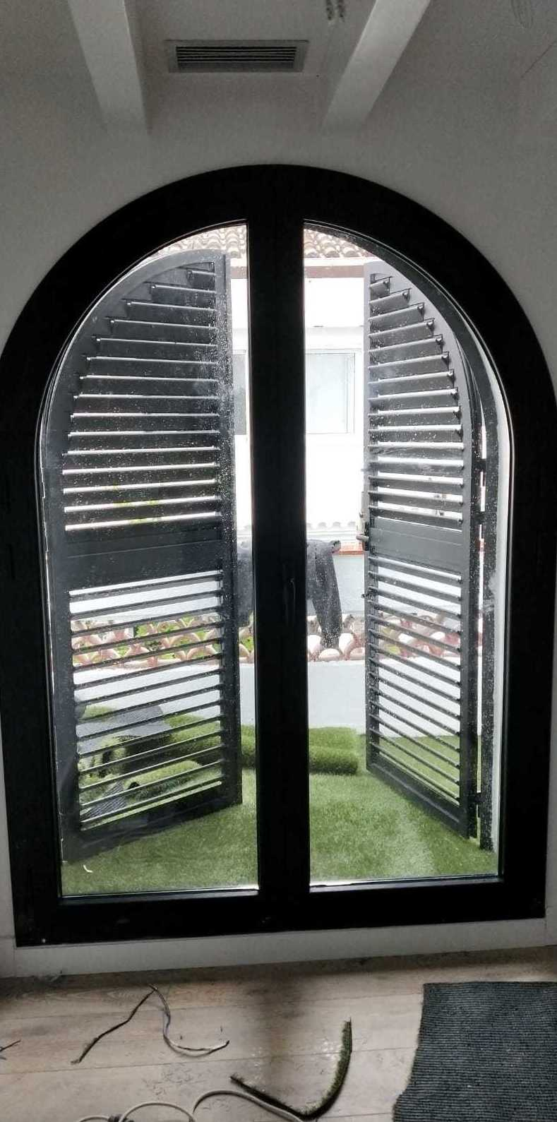 Foto 2 de Carpintería de aluminio y PVC en Barcelona | Persianas Realumper