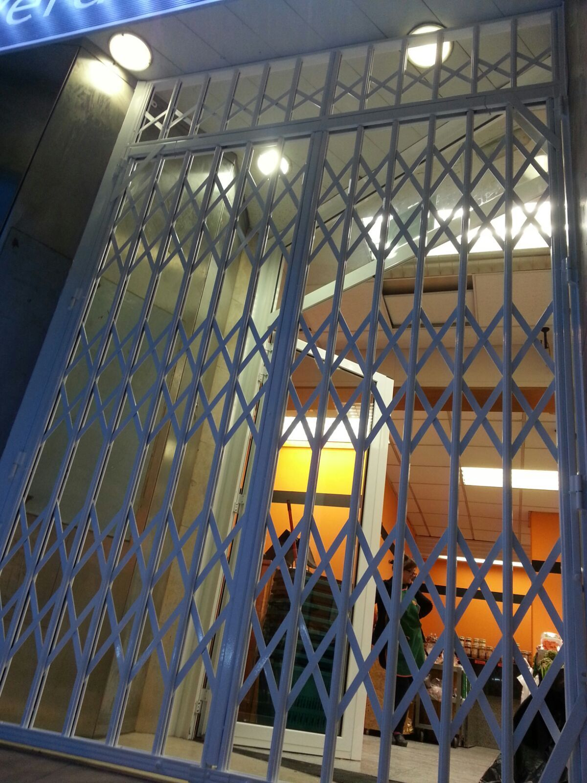 Instalación de rejas de seguridad plegables en Barcelona