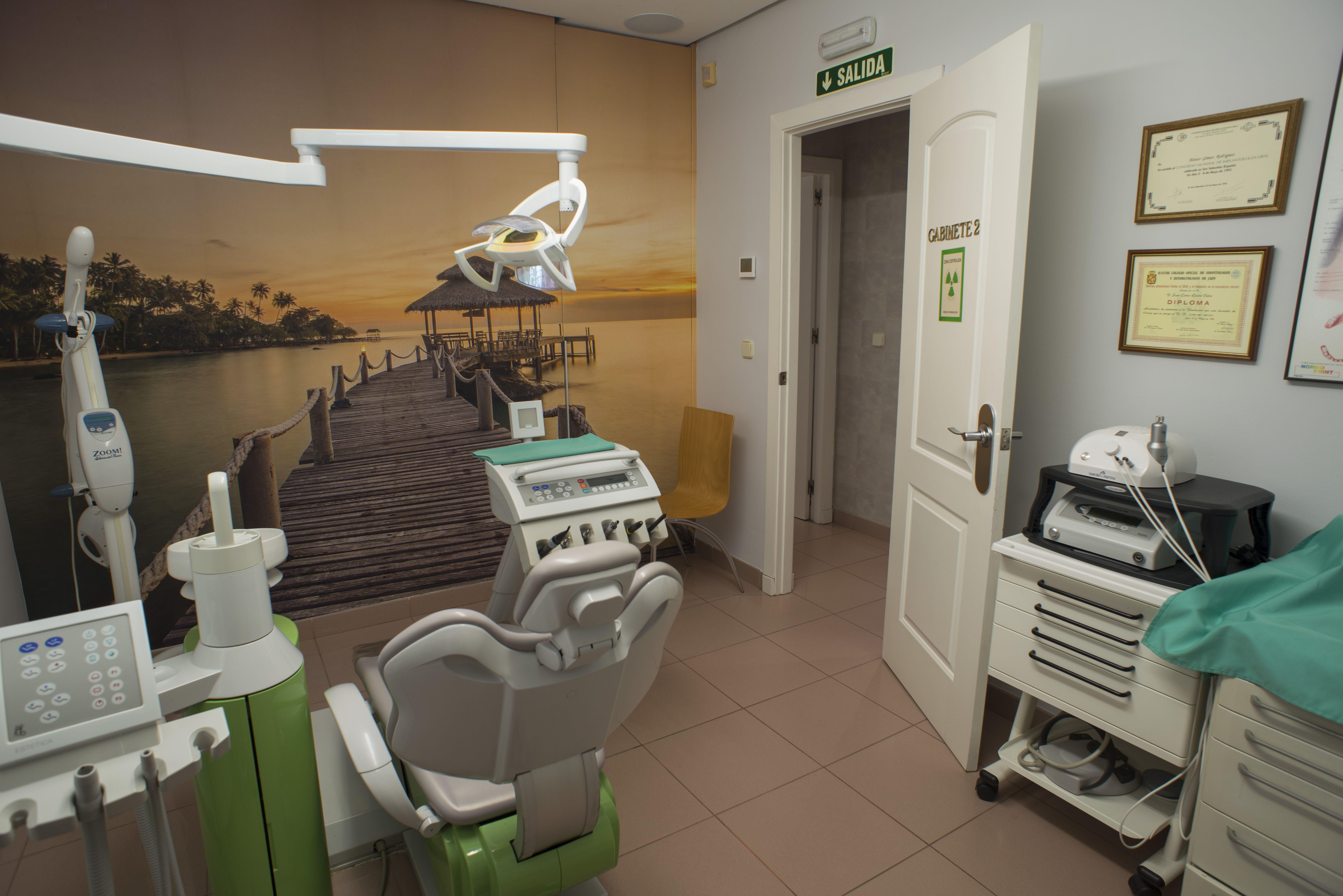 Especialistas en estética dental en Linares