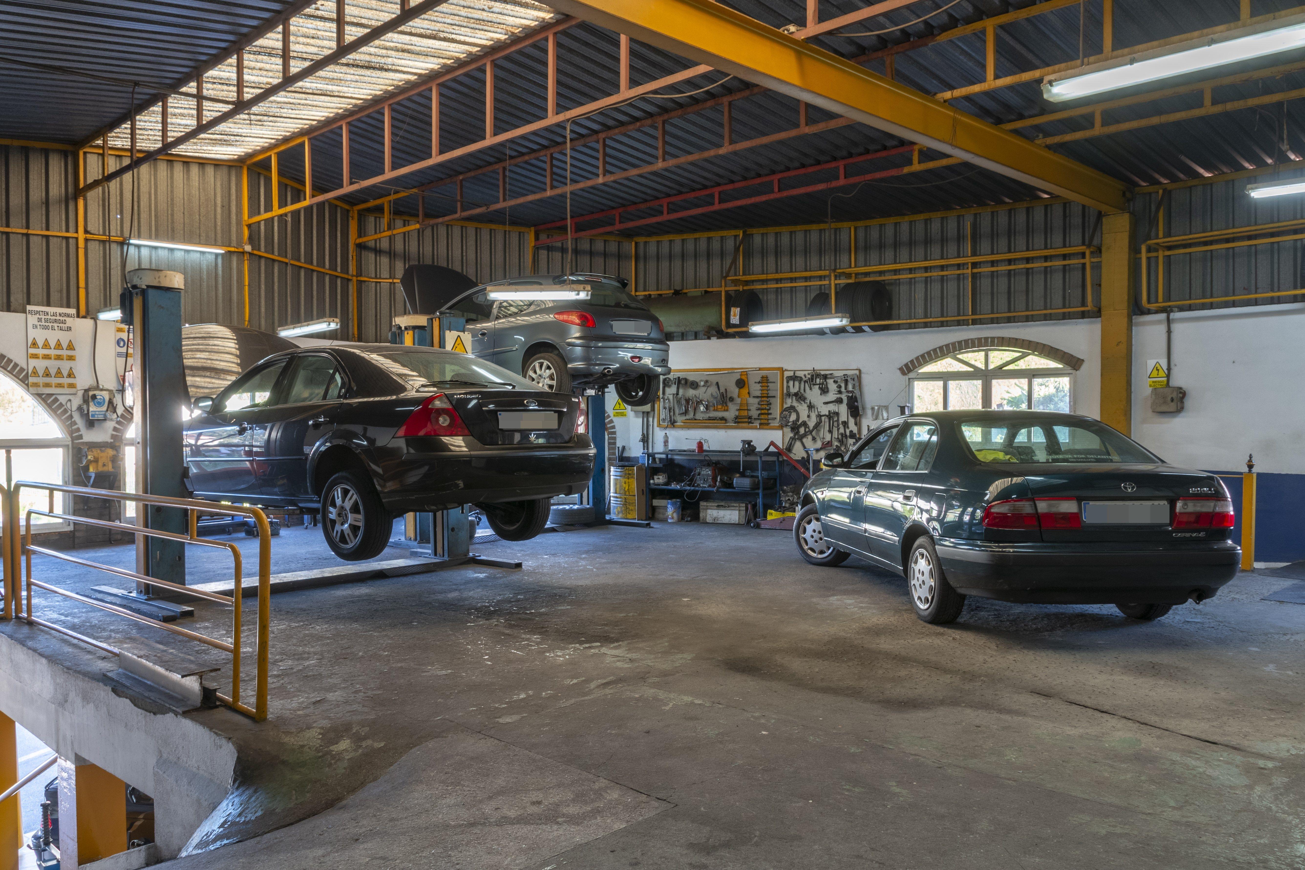Interior taller Talleres Toño Barcia