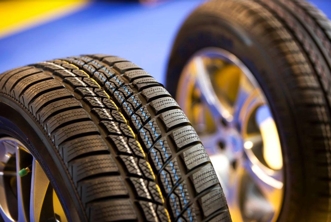Neumáticos: Servicios de taller de TALLERES TOÑO BARCIA S.L.