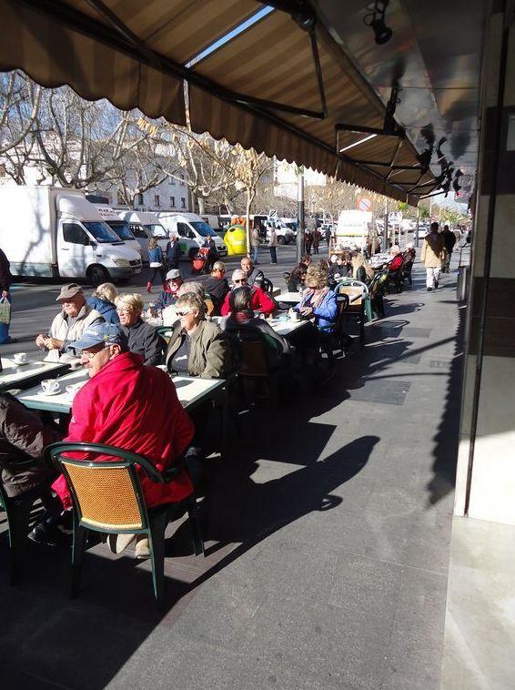 Restaurante y pizzería con terraza en Oliva