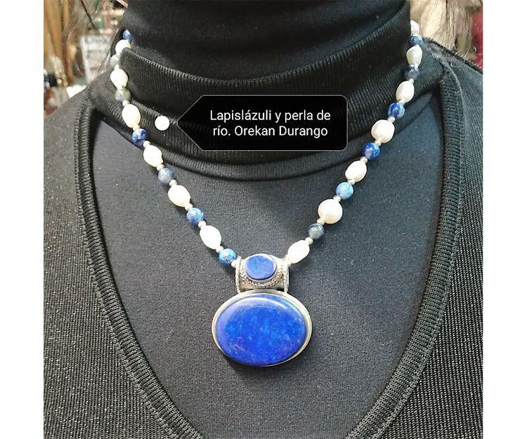 Colgante y collar de lapislázuli y perla de río en Durango