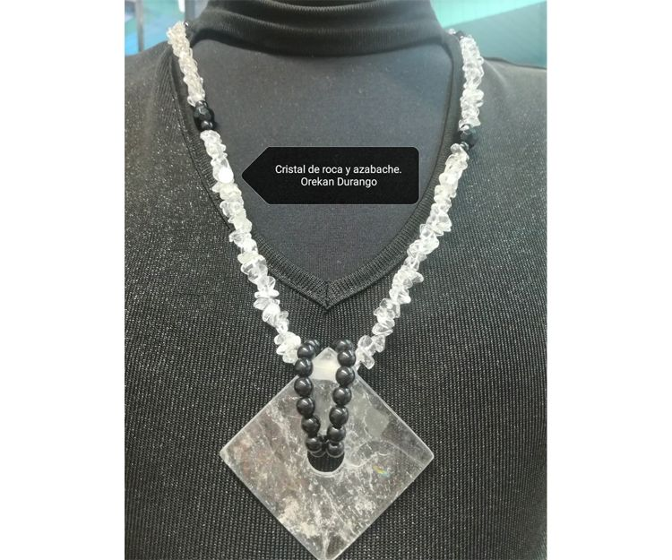 Colgante y collar de cristal de roca y azabache en Durango