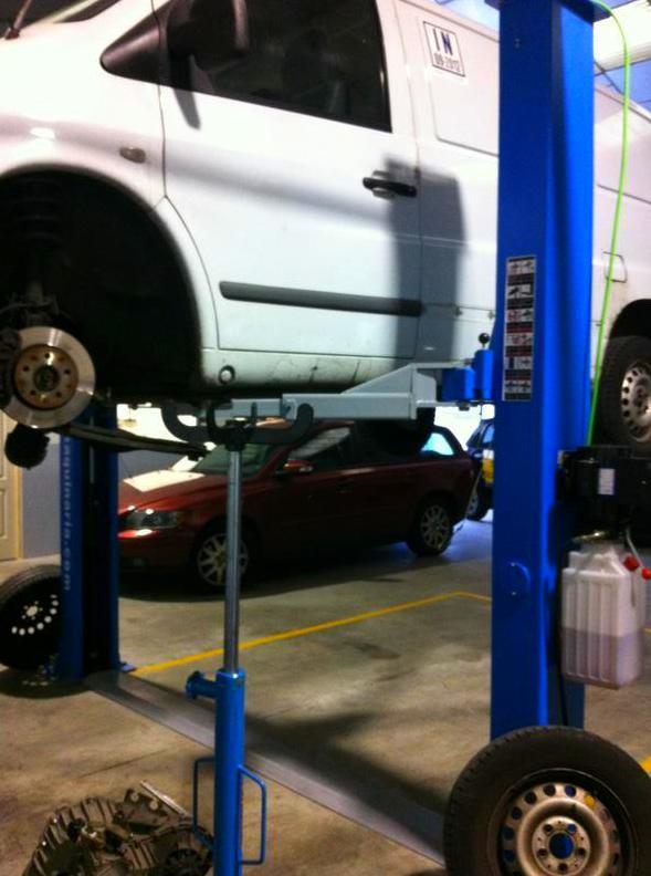 Taller de chapa, pintura, mecánica, neumáticos...