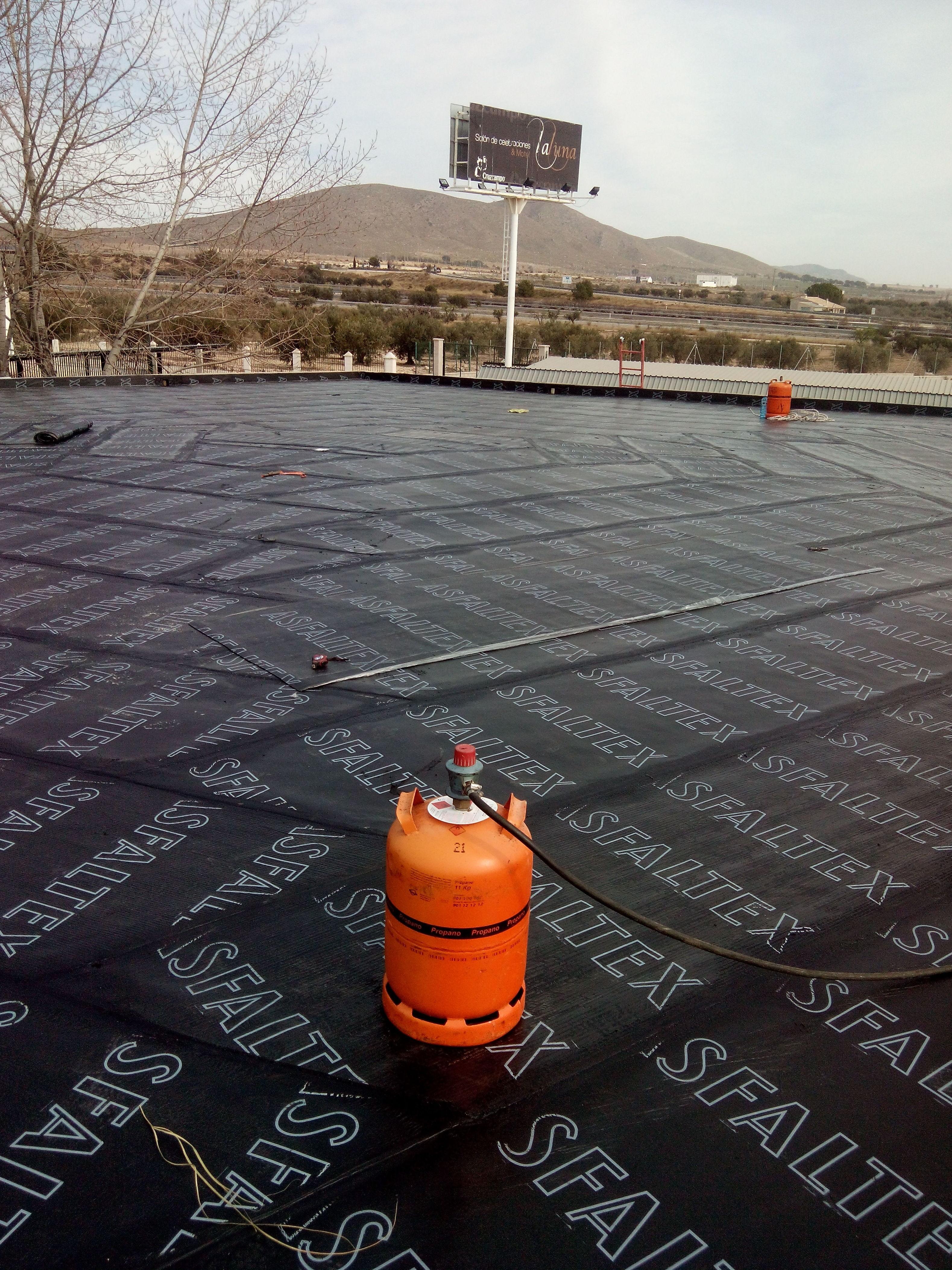 Instalación con lámina SBS-LBM en cubierta exagonal.Tobarra (Albacete)