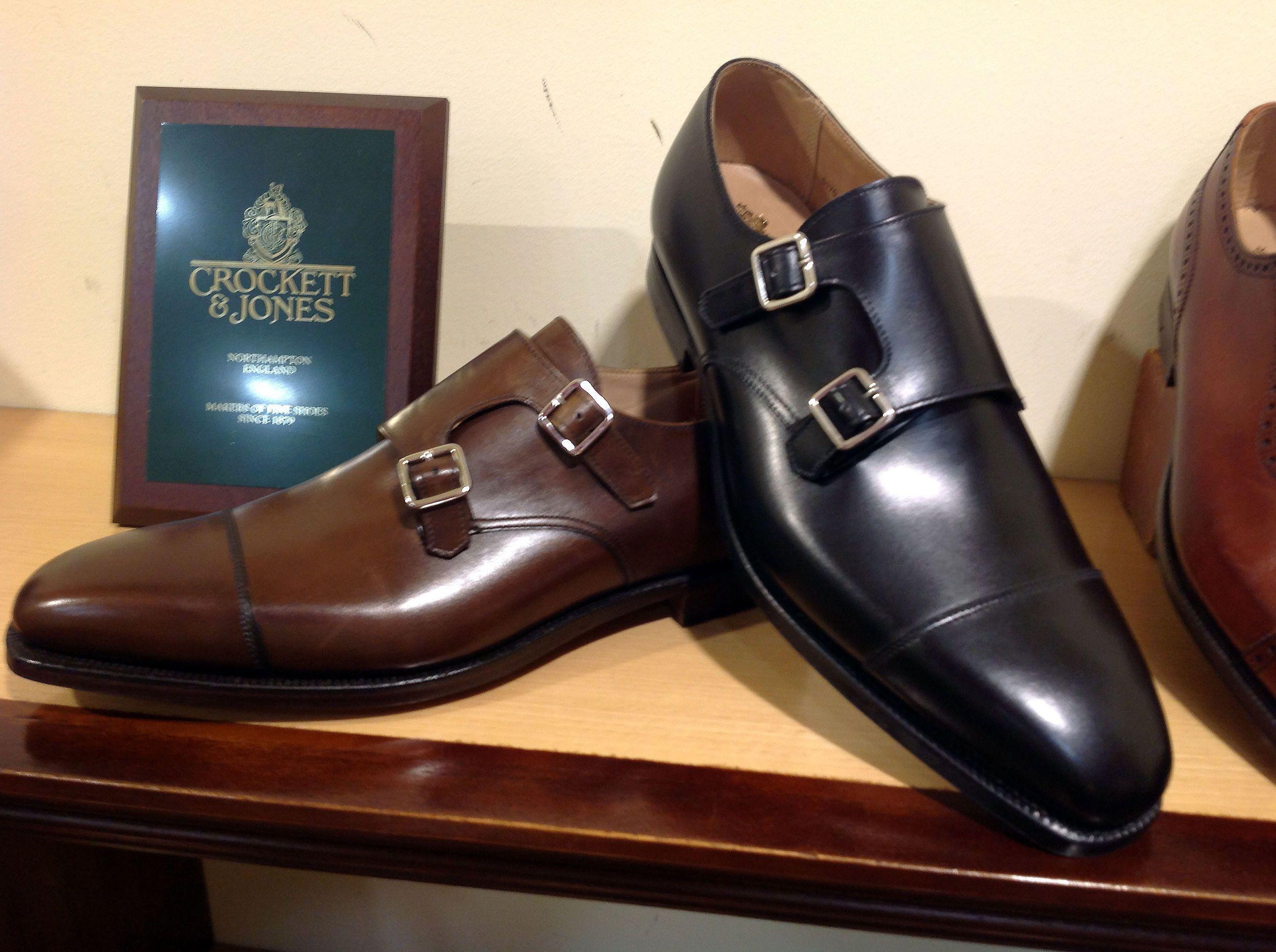 af5d3b85 Zapatos de hombre en el barrio de Salamanca, Madrid, en piel 100%
