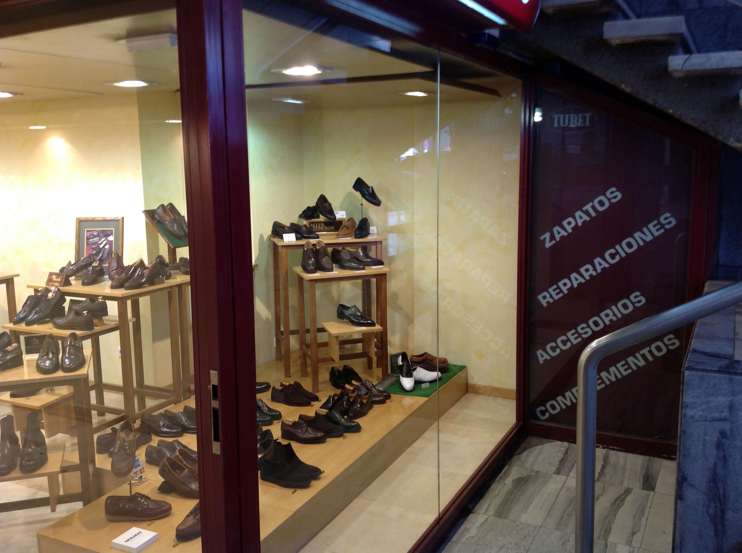 Zapatos, complementos, accesorios y servicio de reparación de calzado