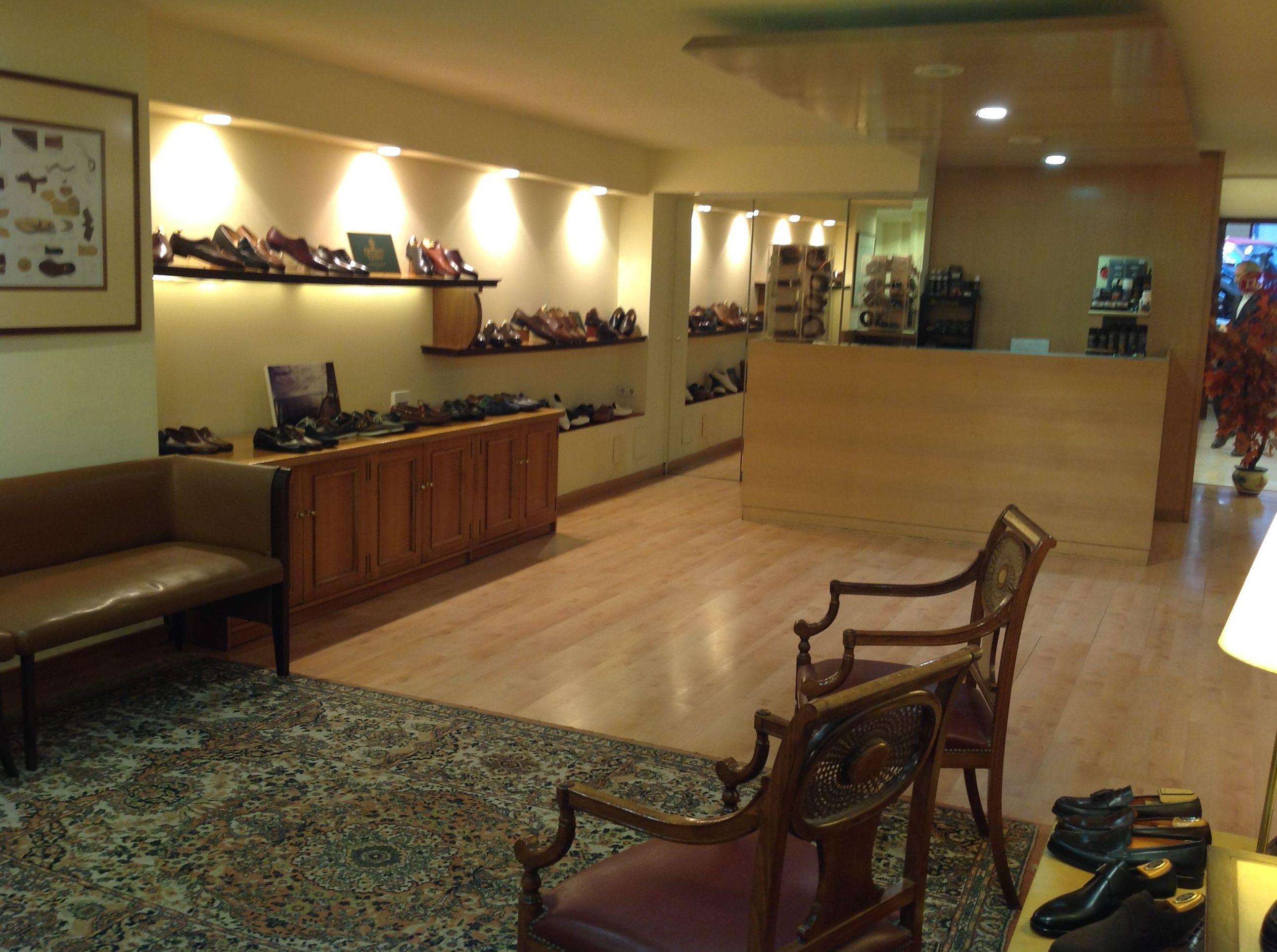 Zapatos de primeras marcas en Tubet (Barrio de Salamanca, Madrid)