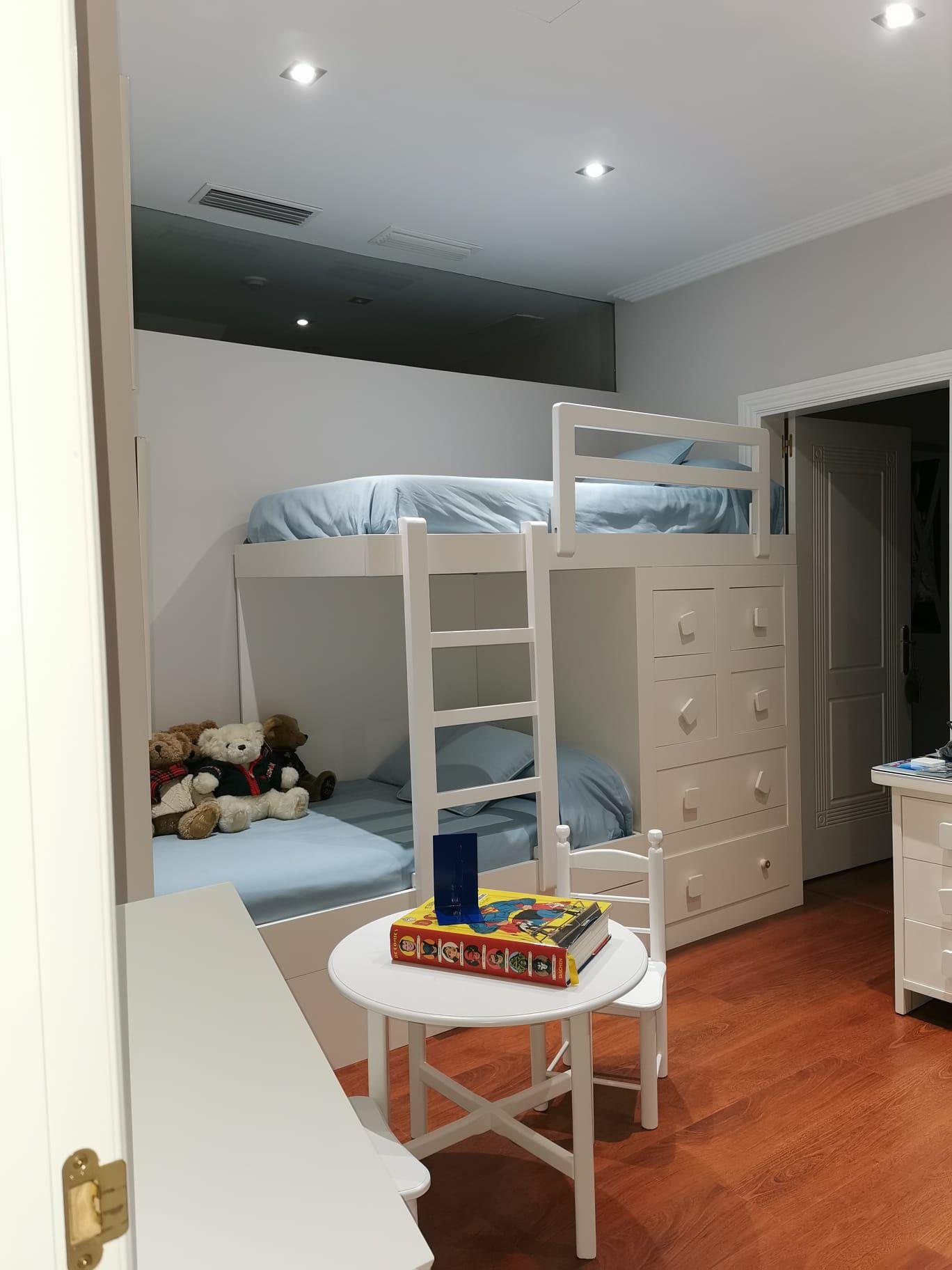Foto 11 de Pintado, barnizado y lacado de muebles en  | DRM Siglo XXI