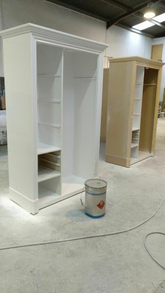 Armarios pintados de blanco