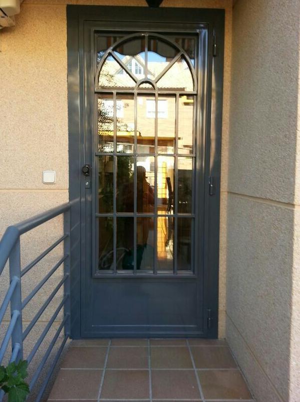 Puerta de vivienda modelo ingles con cristal madrid