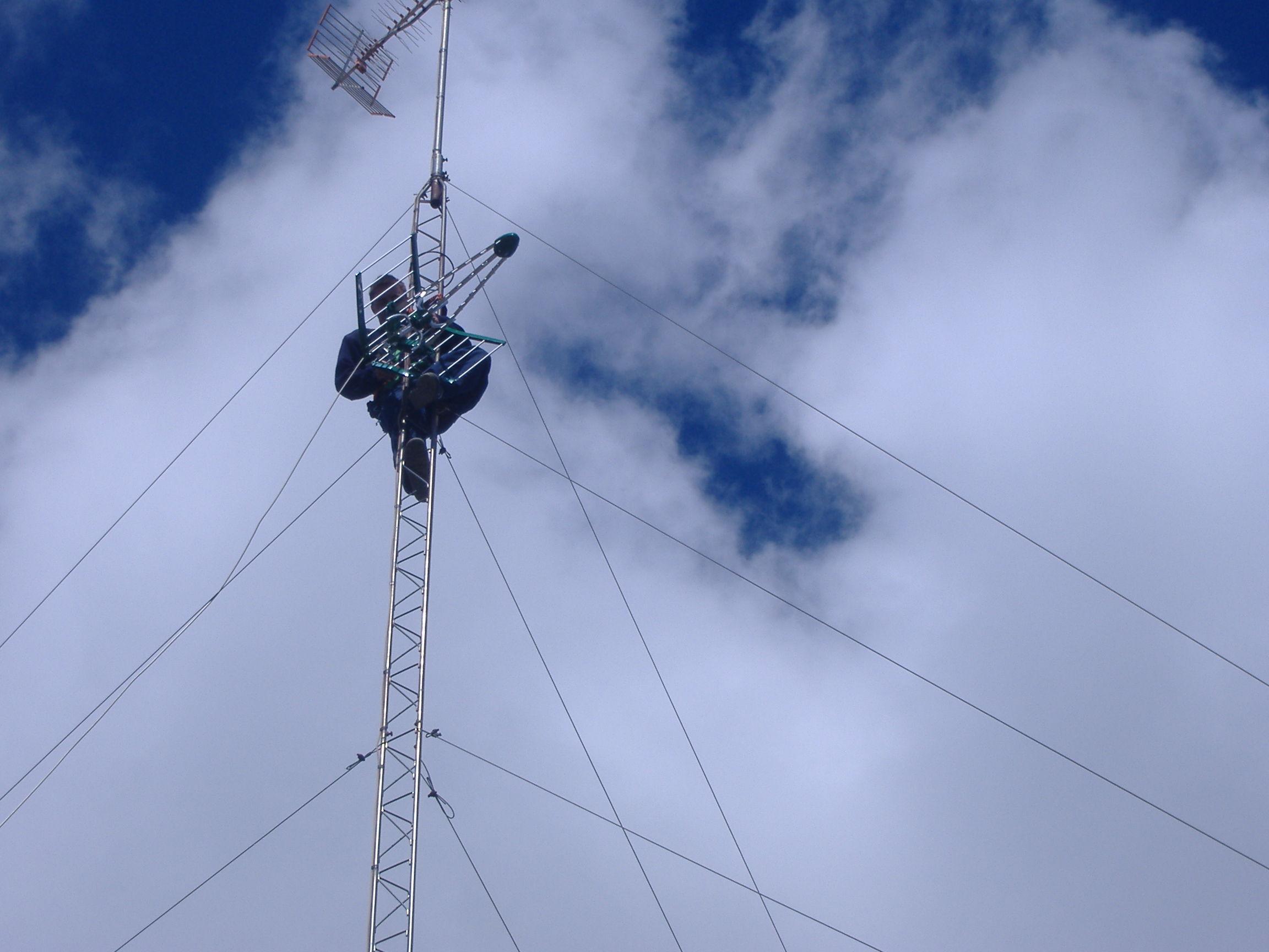 Antenas de televisión en Aluche es lo que instala y repara Parisat.