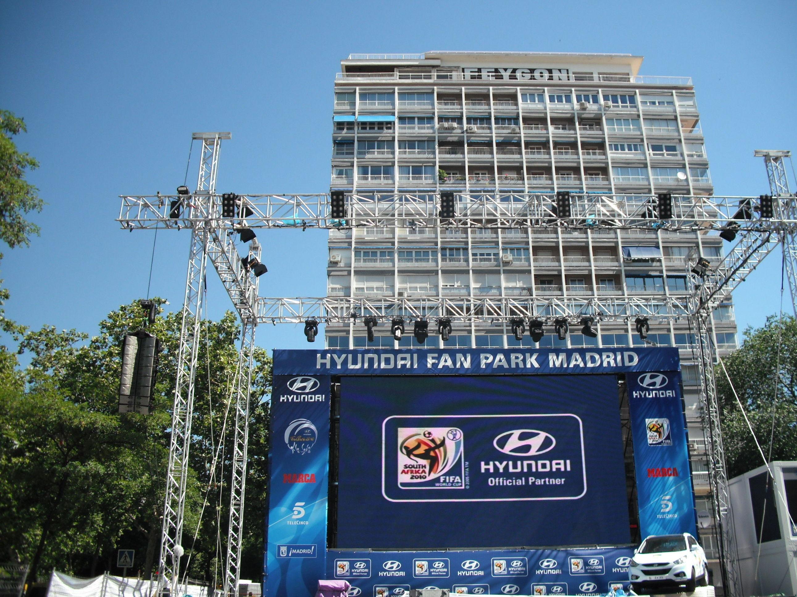1ª Pantalla gigante en el Paseo de la Castellana, Mundial 2010