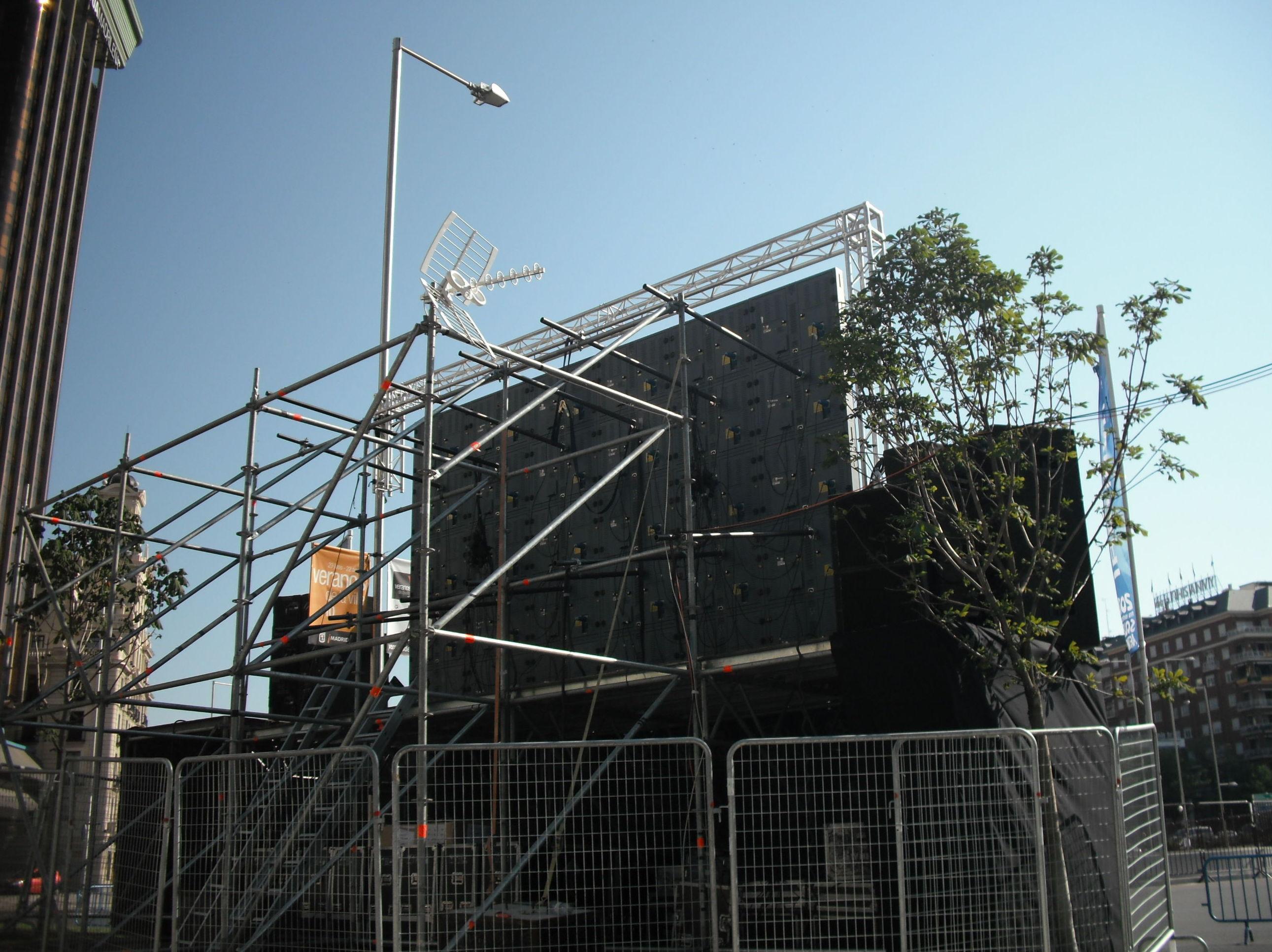 Pantalla gigante en el Paseo de la Castellana junto a la Plaza de Colón, Mundial 2010