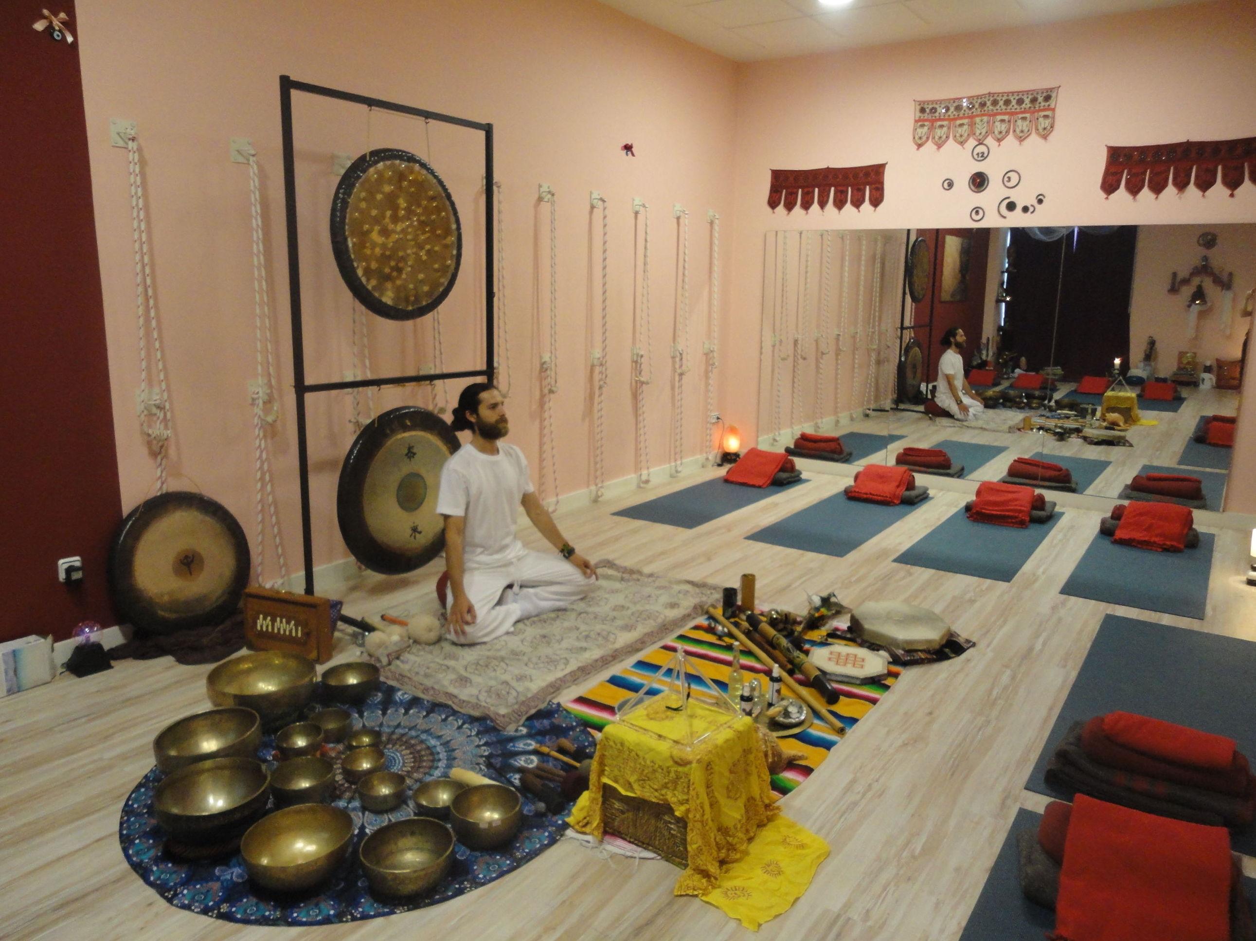 Taller introducción clase de kundalini y baño de gong