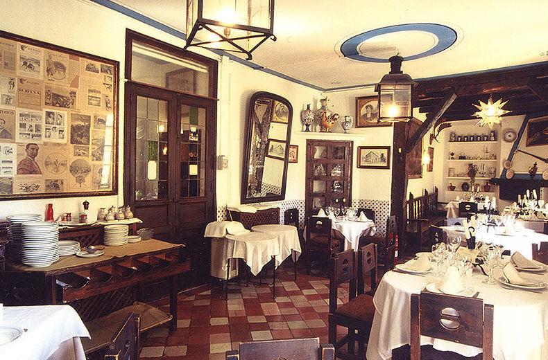 Foto 13 de Cocina castellana en San Lorenzo de El Escorial | Mesón La Cueva