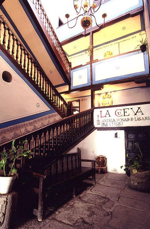 Foto 3 de Cocina castellana en San Lorenzo de El Escorial | Mesón La Cueva