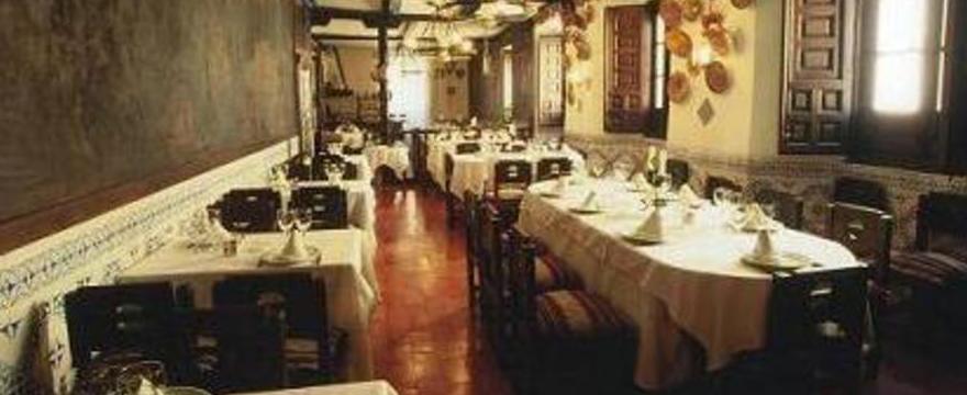 Foto 19 de Cocina castellana en San Lorenzo de El Escorial | Mesón La Cueva