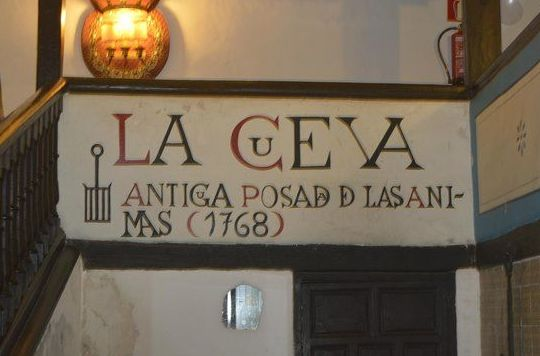 Foto 14 de Cocina castellana en San Lorenzo de El Escorial | Mesón La Cueva
