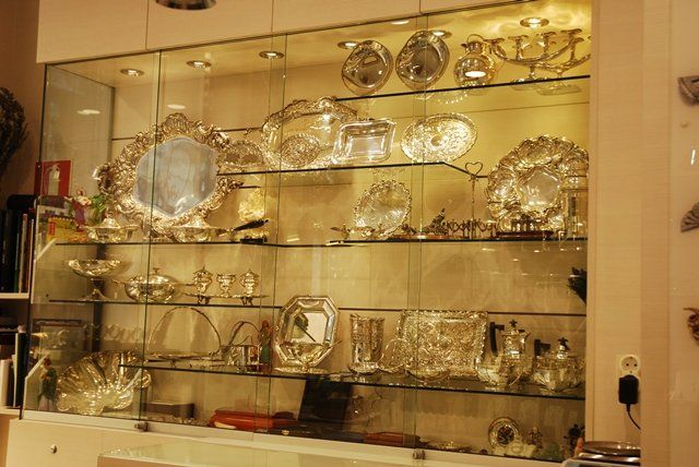 Buying and selling antique jewelry in Madrid Centro