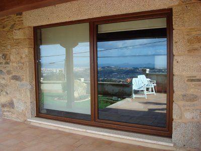 Ventanas con cerramientos de vidrio y madera
